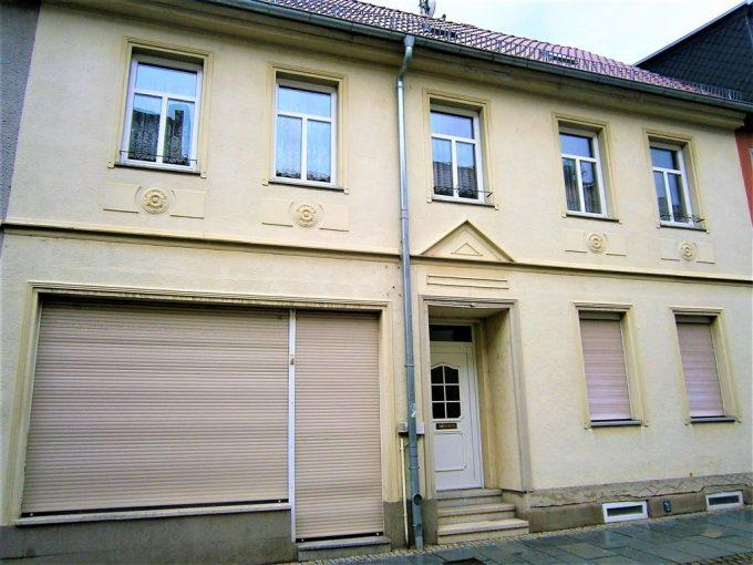 Stadtträumchen! Reihenhaus mit Einliegerwohnung und Gewerberaum, Nebengelass und Grundstück